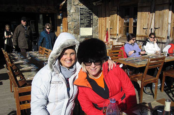 Fran and Sarah skiing in Charmonix