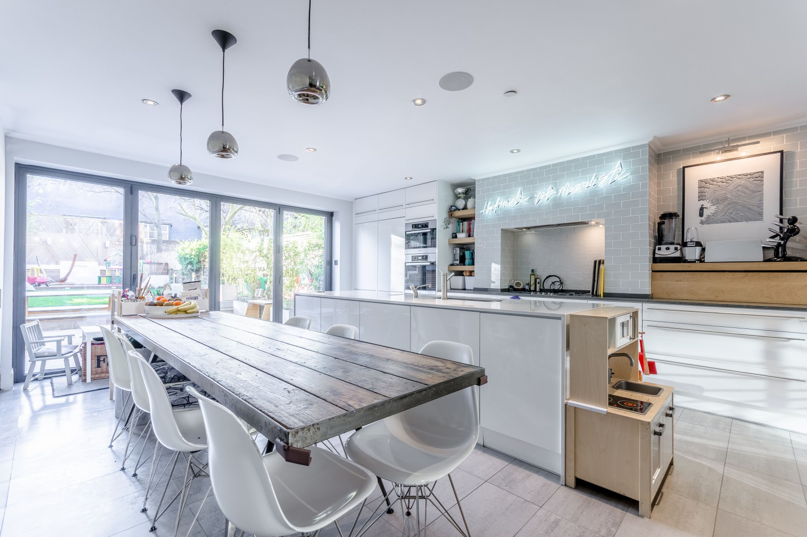 12 family homes give a lesson in interior design foxtons - Housing and interior design lesson plans ...