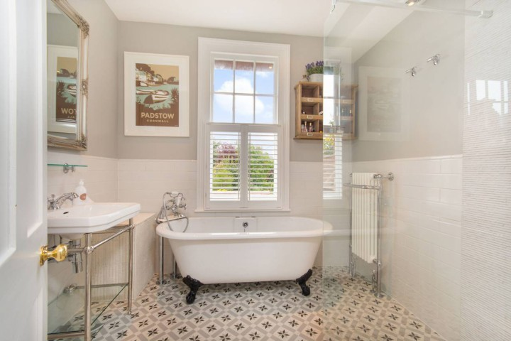 Top Tips For An Affordable Bathroom Renovation Foxtons Blog News - Affordable bathroom renovations