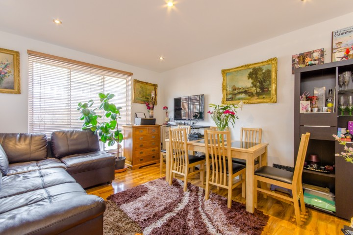 flats in London under £250,000